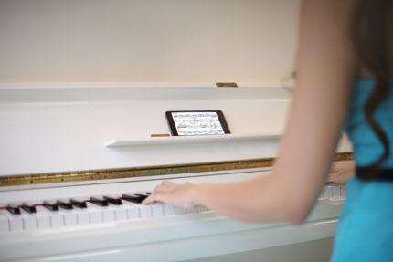 24 gio cua co nang nghe si piano xinh dep