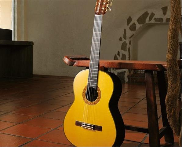 Đàn Guitar Yamaha Classic CG192C