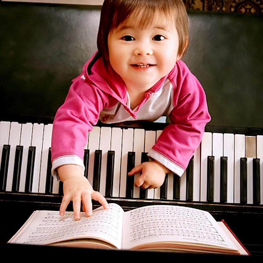 Kết quả hình ảnh cho be học piano