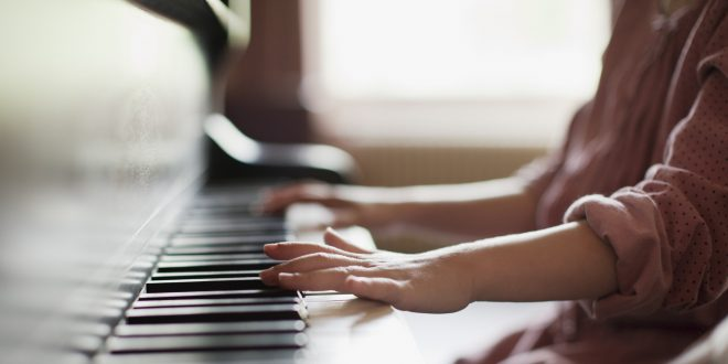 Mua piano cơ giá rẻ sẽ mang đến cho khách hàng