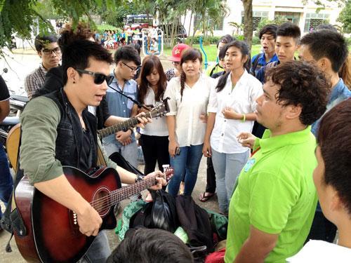 TANG 100 CAY DAN GUITAR CHO SINH VIEN