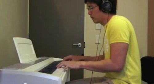 Tieng dan piano me hon cua chang trai 25 tuoi