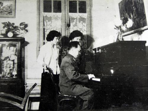VI TUONG ME PIANO VA DAN CA VIET