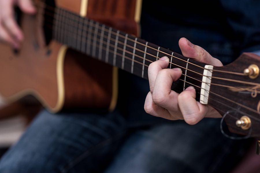 cách chơi đàn guitar