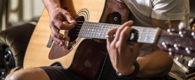 cach-hoc-guitar-tai-nha