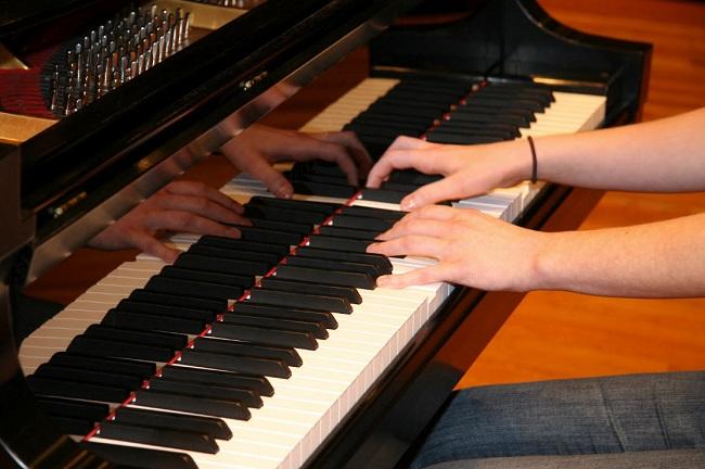 3 cây đàn organ synthesizer Roland cho ban nhạc lớn