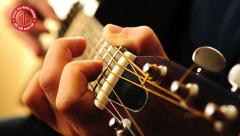 Mua đàn guitar ở đâu? Chơi guitar mang lại lợi ích gì?