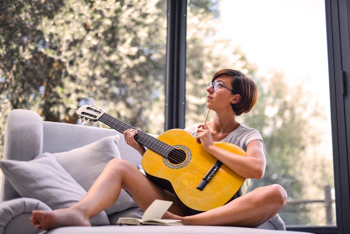 5 MẸO ĐỂ HỌC CÁCH CHƠI GUITAR VỚI KỸ THUẬT TỐT NHẤT