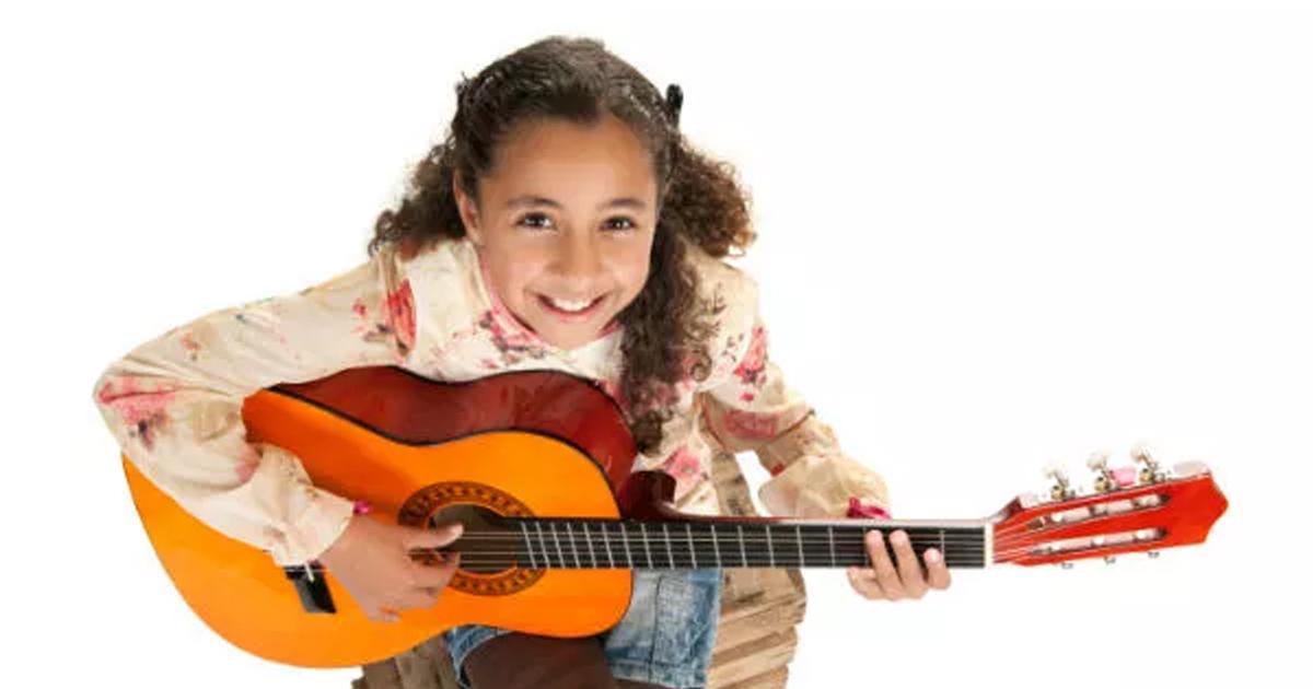 cây đàn guitar mini tốt nhất cho các bé