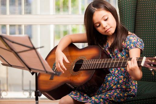 Top 5 cây đàn guitar cho người mới học của Kapok