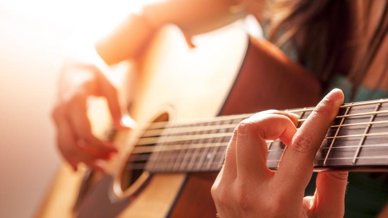 Top 9 các loại đàn guitar cho người mới học nên mua
