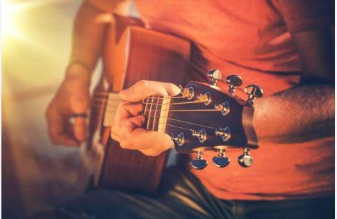 choi_guitar_tai_nha