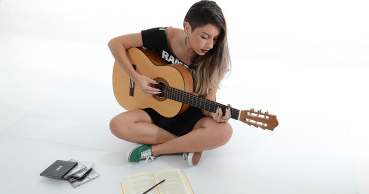 Học guitar có khó không