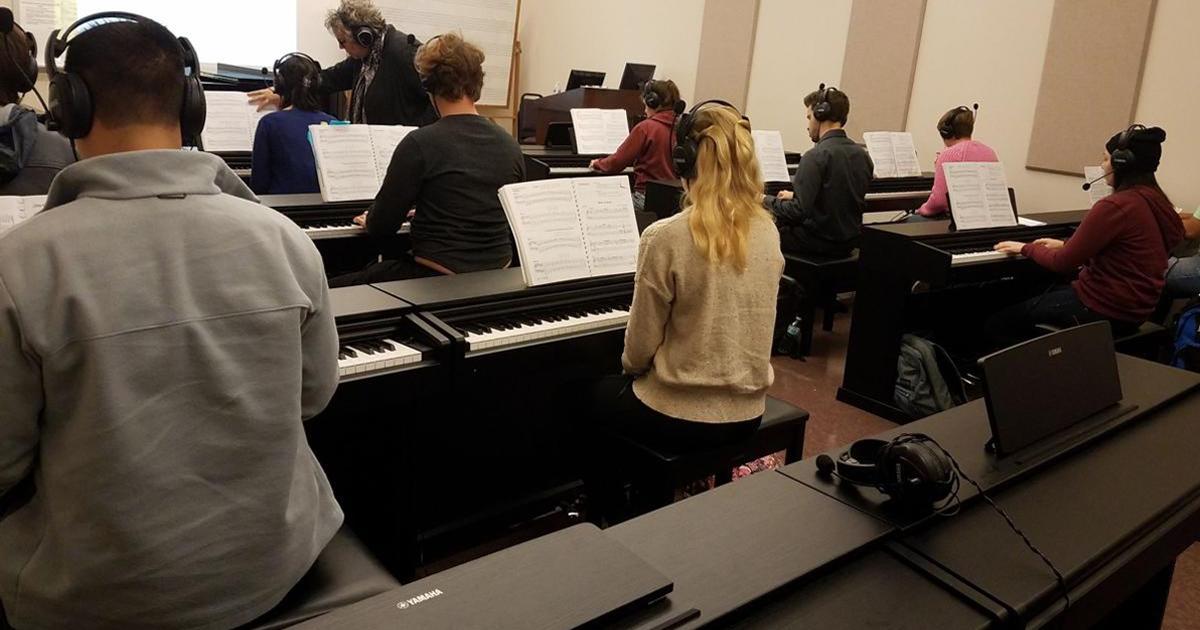 Người lớn nên học organ hay piano khi mới bắt đầu?