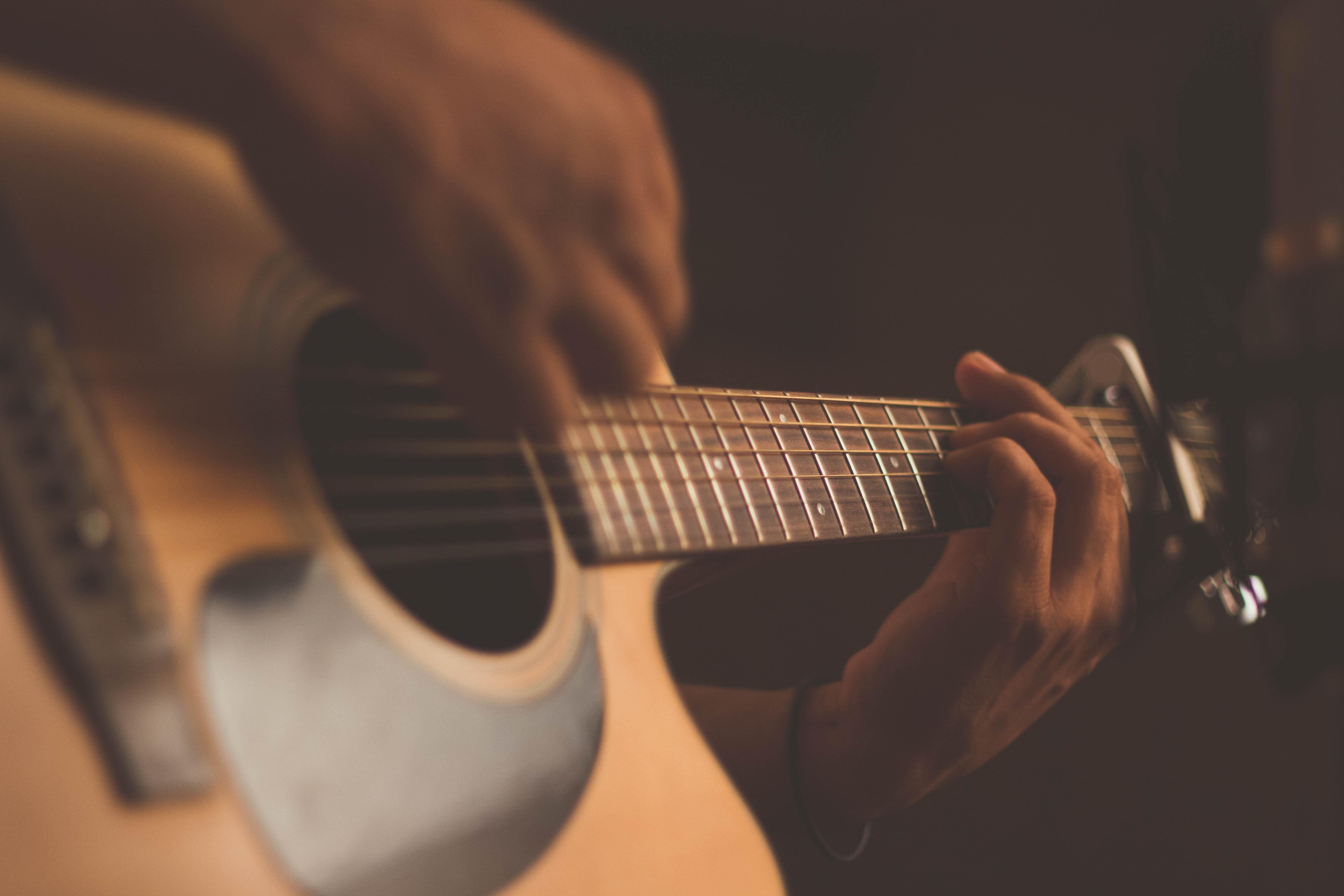 Đàn Guitar: Chia sẻ bí quyết luyện tập đàn hiệu quả tại nhà
