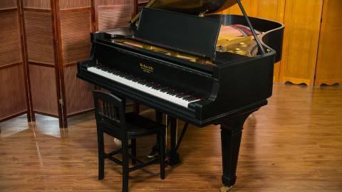 Giải đáp thắc mắc: Đàn piano cơ mới có đắt không?