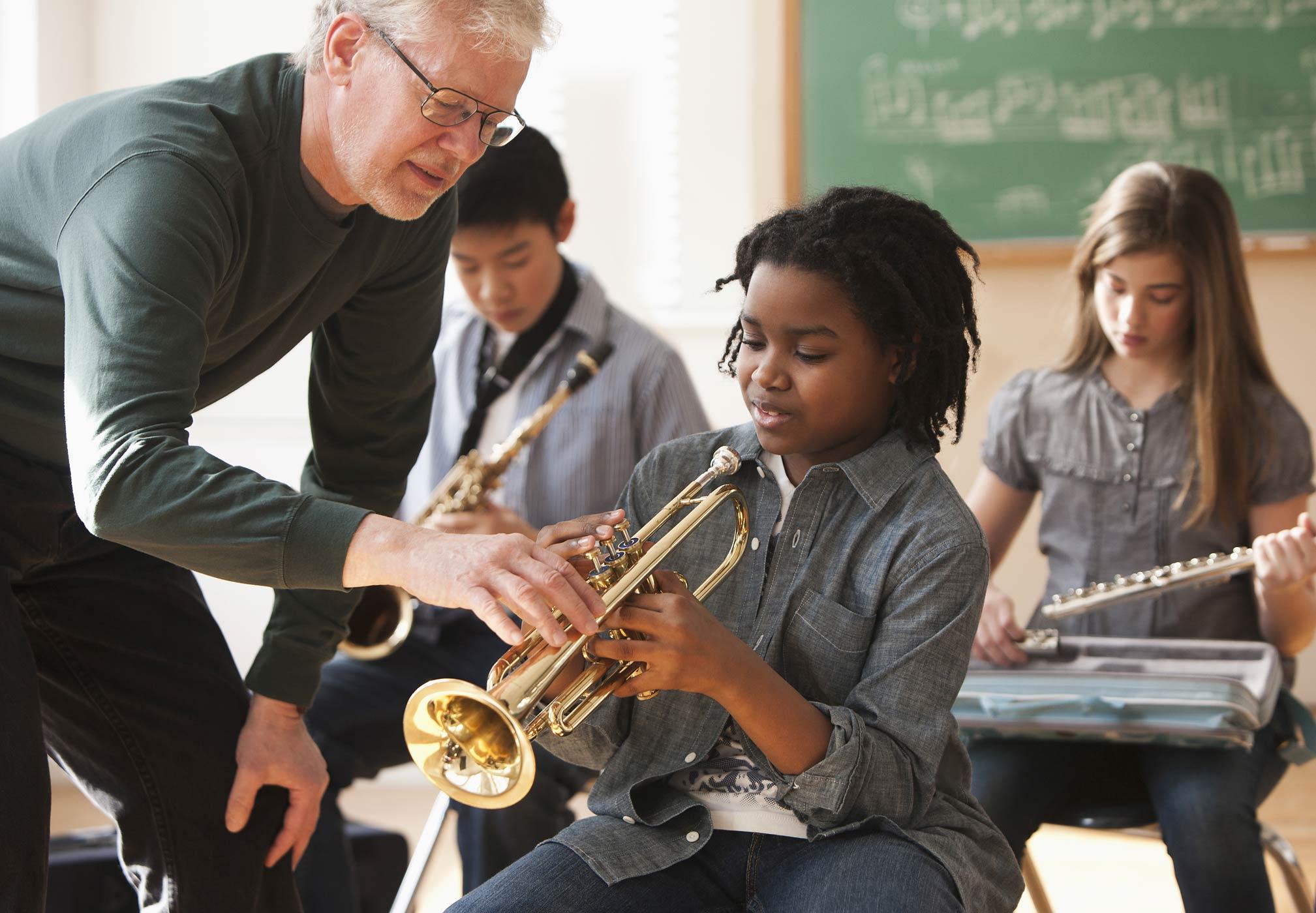 Tìm một giáo viên giỏi trong quá trình cho bé học nhạc cụ
