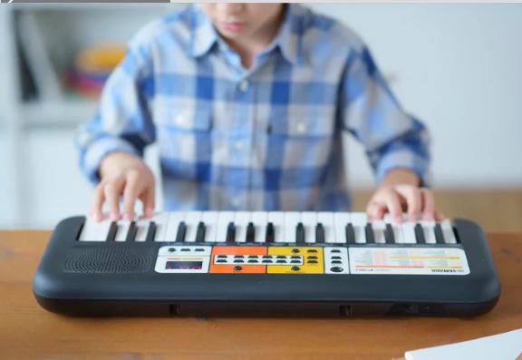 Đàn Organ Yamaha PSS F30 giúp bé tăng cường khả năng sáng tạo