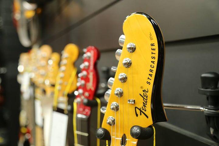 Review cây đàn guitar điện Fender Squier