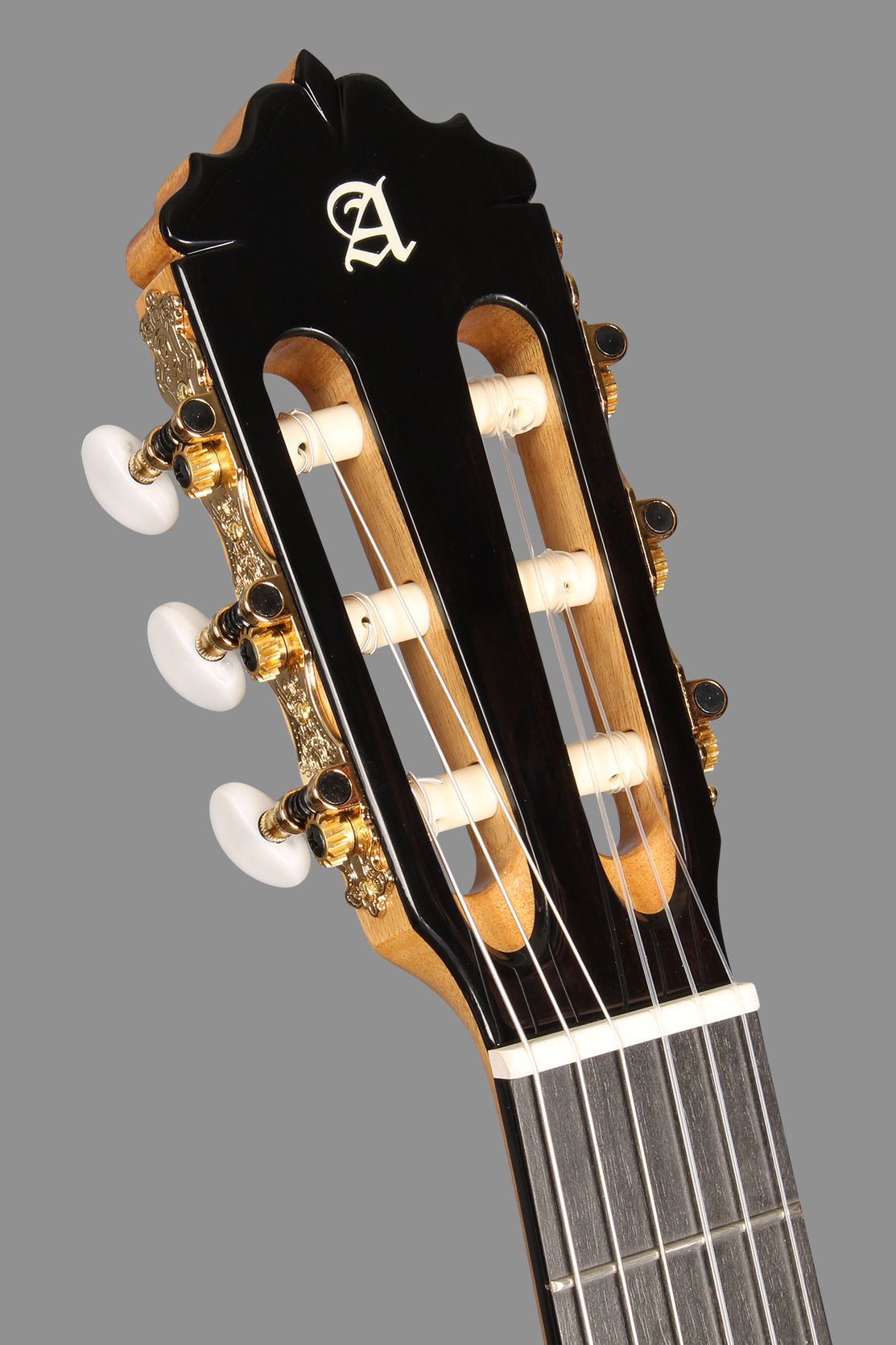 thuong_hieu_dan_guitar_alhambra