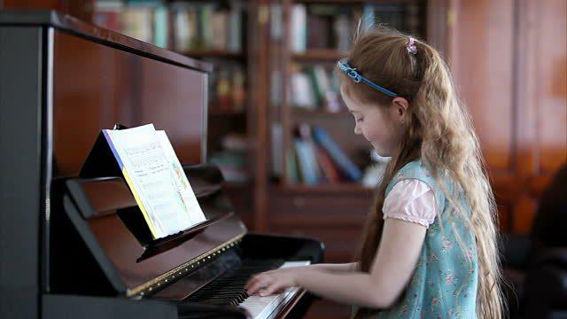 chơi_piano_tai_nha