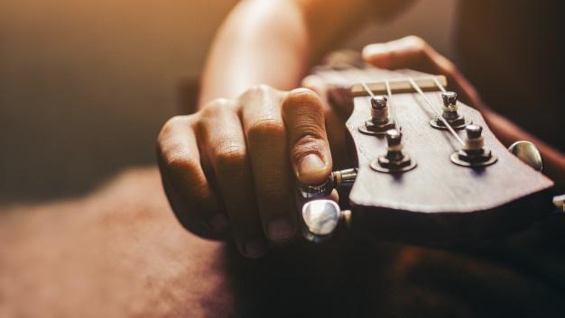chơi đàn Ukulele
