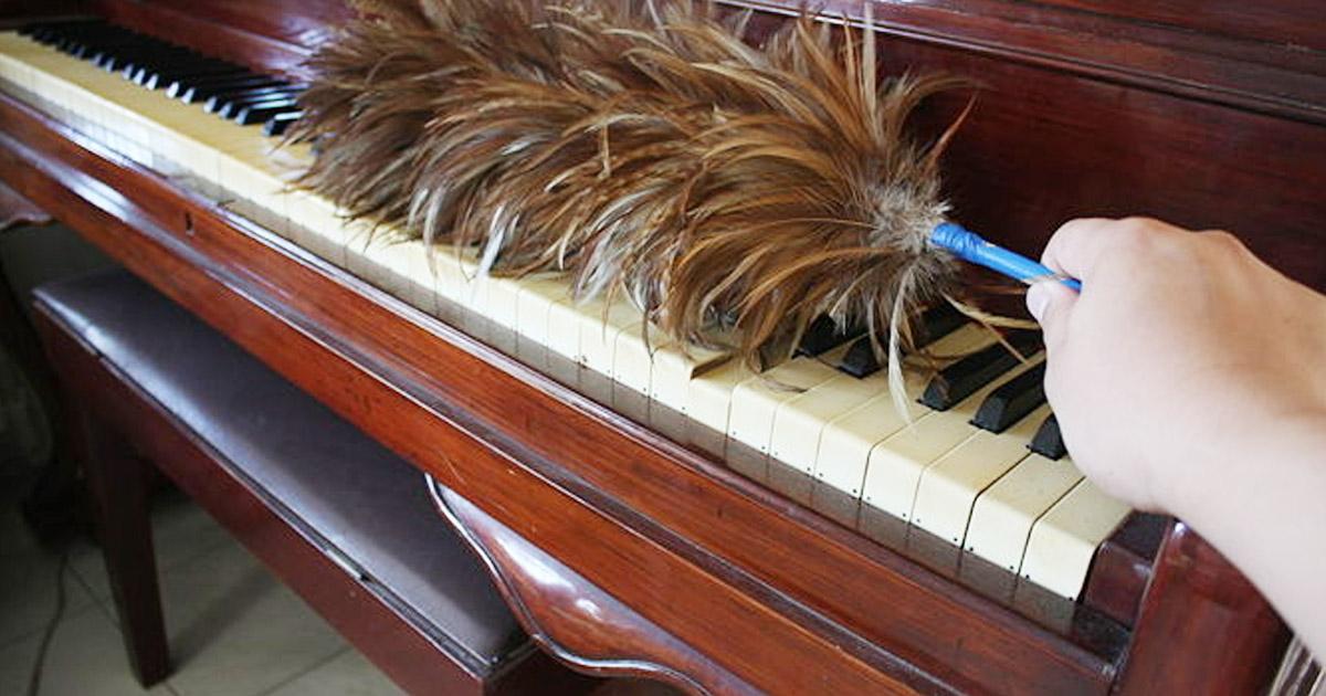 Làm sạch bàn phím của đàn